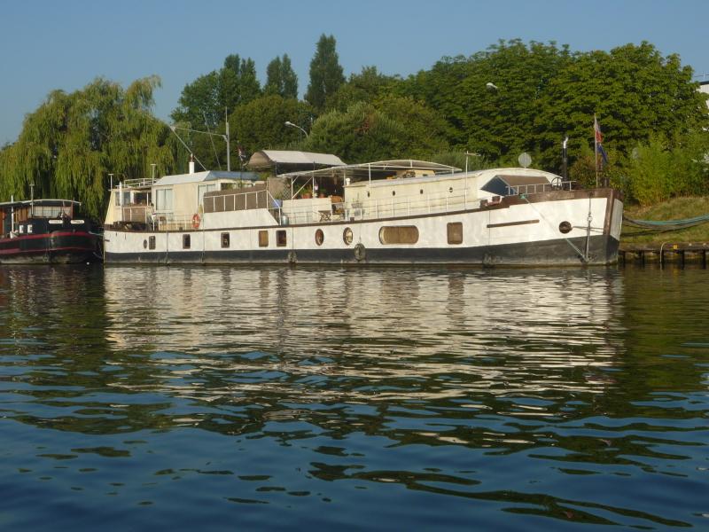 Big live-aboard barge near Paris
