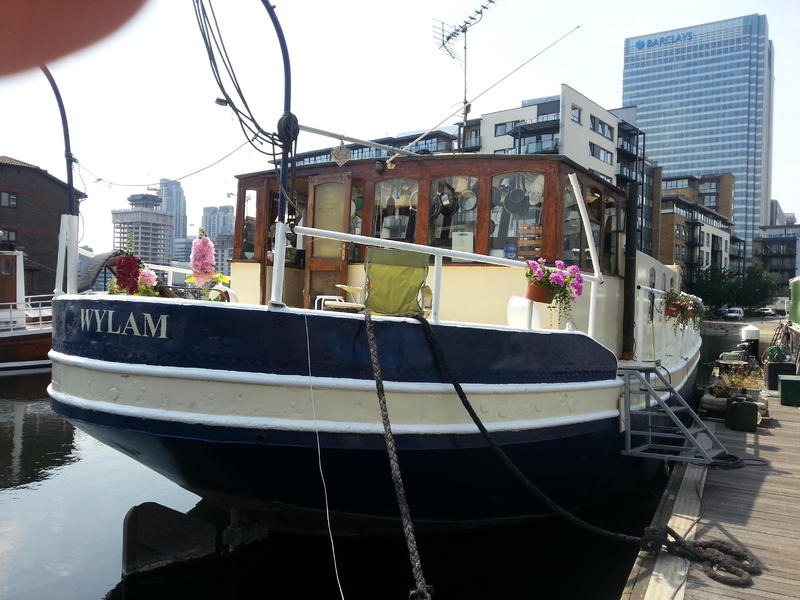 Houseboat, London Docklands on transferable Residential mooring