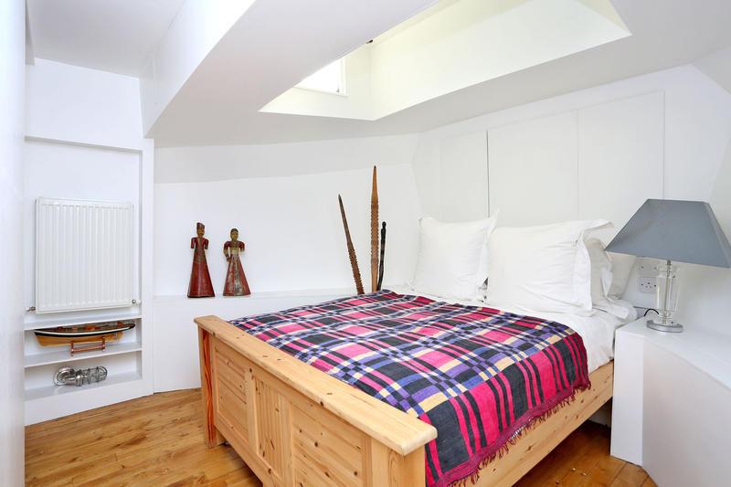Beautiful two bedroom houseboat