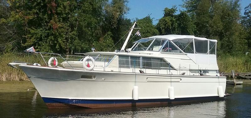 HOLIDAY IN CANADA ABOARD YOUR OWN CLASSIC MOTOR YACHT