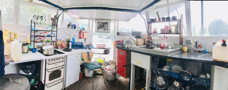 All day sun mooring, 9 berth houseboat