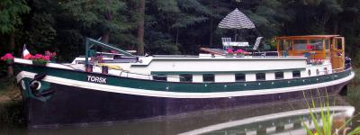 Fantastic floating home & ready to cruise.