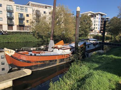 Liveaboard Sailing Barge