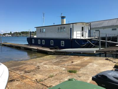 3 Bed, 2 Storey Houseboat needs new home