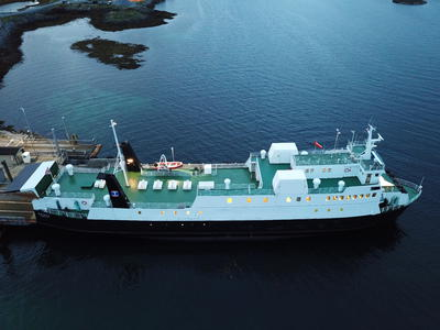 Norwegian coastal ferry with 378 tonn deck cargo 45 cars