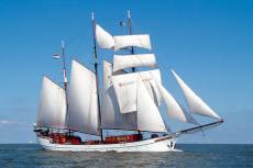 sailing charter company 100 pers.