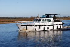Motorcruiser: Dutch Steel : 42ft