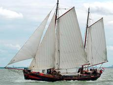 Beautiful 2 mast sailing clipper, excellent for living, great ship.