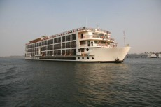Boutique Cruise ship 5-star deluxe ship Inland waterways or Hotel Ship