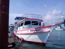 Dive boat (snorkeling or canoe)