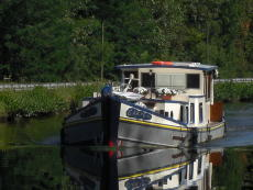 Cruiser Barge