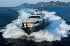 """Dutch superyacht in """"as new"""" condition!"""