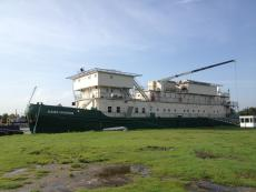 100 man accomodation barge