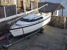 Macgregor 26X versatile trailer sailor