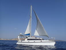 Sailing Catamaran 365 - strong built, big confort for family cruise
