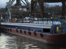 RIVER-GOING NON-PROPELLED OIL BARGE - 1338 DWT / BLT 1971