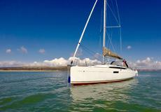 Jeanneau 349 (2015) Lift Keel in immaculate condition