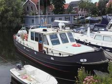 Liveaboard, leisure, houseboat