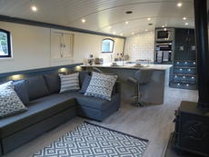 Ultra Modern Fully Fitted 60 x 12 Foot Widebeam Liveaboard Boats