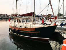 FISHER 30 NORTHEASTER Samantha B professionally renovated!