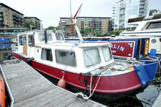 70' x 12'.9 widebeam in Limehouse Marina