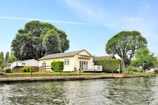 Boathouse with 40 ft. Thameside mooring, RG9