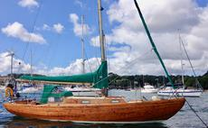 Dee 25, Classic long keeled sailing sloop.
