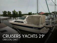 1985 Cruisers Yachts 296 Avanti Vee