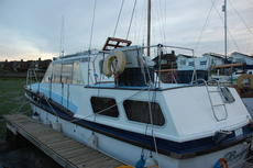Spacious 6 berth motor cruiser great for liveaboard