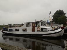 Spacious barge 17 metres