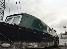 Wide beam narrowboat