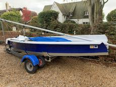 2000 dinghy in race condition