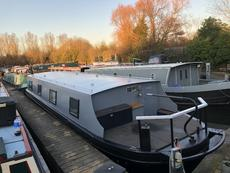 46 x 10 widebeam with London mooring