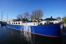 Stunning 29m Luxury Spitz Barge - on Residential Mooring