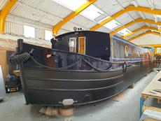A stylish and spacious luxury two cabin wide-beam canal boat