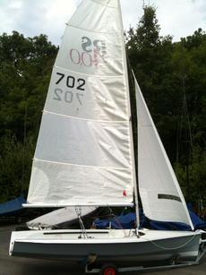 RS 400 – 702 - £2,000