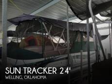 2010 Sun Tracker Party Barge 22 Regency