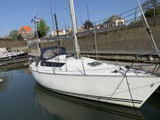 Sailing yacht ideal for shallow waters