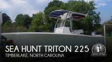 2017 Sea Hunt Triton 225