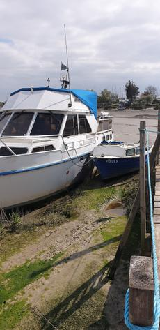 De Groot 36ft x 13ft comes with extra small boat.