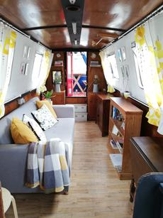 Cosy and comfortable 70ft narrowboat