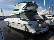 Pleasure motor boat VICTORIA