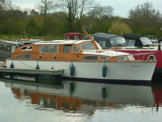 """Octavia"" - 33ft Bates Starcraft Motor Cruiser - price reduced"