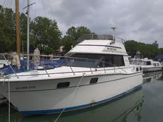 Carver 32 with London permanent mooring