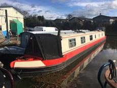 Modern 2 bedroom narrowboat