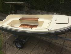 Antaris 400 motor boat
