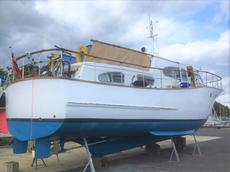 Two bedroom houseboat in London Marina on residential mooring