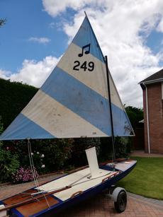 Piccolo sailing surfboard