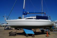 1989 Hunter Horizon 272 bilge keel