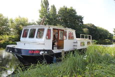 Dutch steel river cruiser liveaboard near London